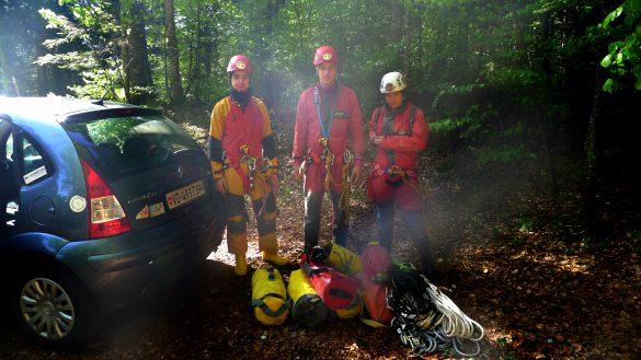 L'équipe prête et pressée de partir (même pas pris le temps de refaire une photo sans contre-jour)