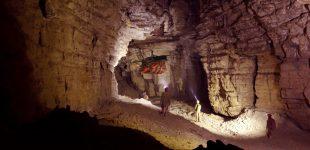 La grotte des Fées par les Follatons