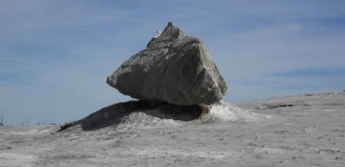 Le caillou qui se prenait pour une montagne