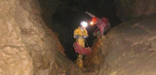 Pose d'un CaveLink à la Grotte aux Fées